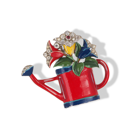 Фур-клип «Лейка с цветами» от Trifari 1940-го года  |  Trifari 'Joseph Wuyts' Enamel Floral Watering Can with Flowers Fur Pin Clip