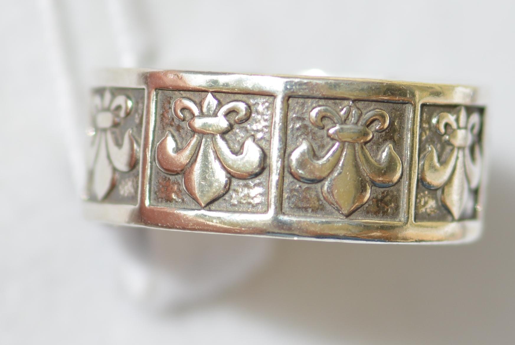 Лилия (кольцо из серебра)