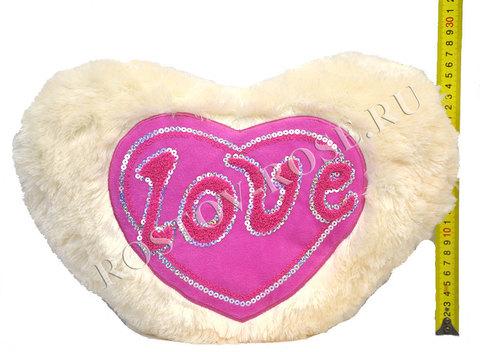 Подушка в виде сердца с надписью Love