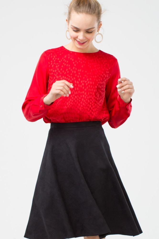 Блуза Г605-479 - Яркая блуза с длинным рукавом. Передняя полочка продублирована кружевом в тон основной ткани с фигурной линией низа. Отлично смотрится как в классическом так и в повседневном образе. Она так же будет уместна на торжественных и официальных мероприятиях.