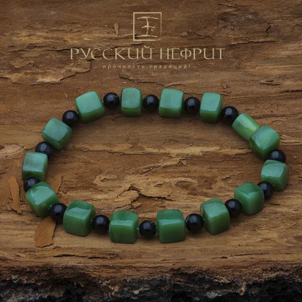 Авторский браслет из зелёного нефрита с шерлом