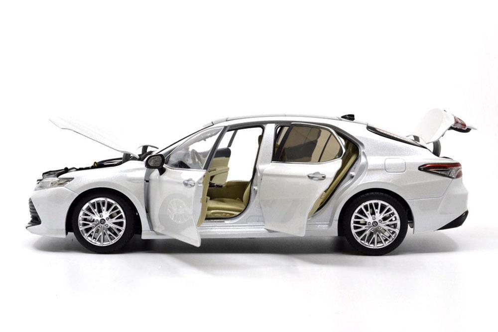Коллекционная модель TOYOTA CAMRY V70 2019 WHITE