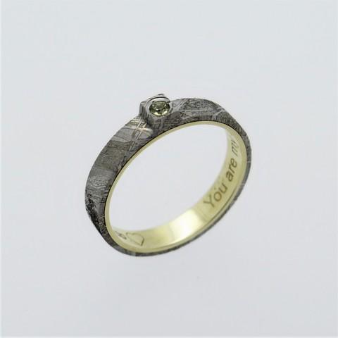 Кольцо из метеорита с оливином