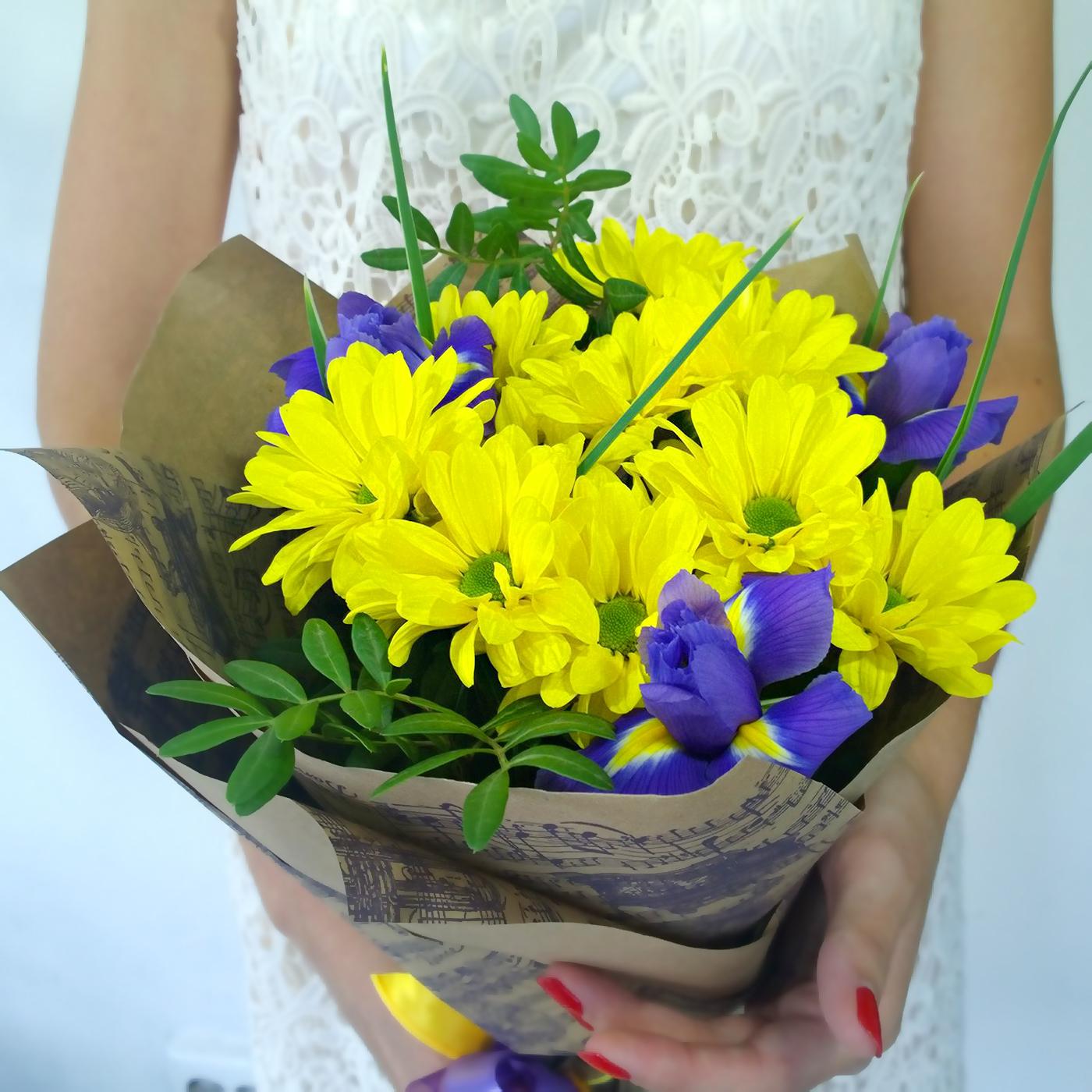 Букет с желтой хризантемой