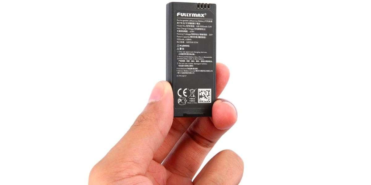 Аккумулятор Li-pol, 3.8V, 1100mAh DJI Flight Battery for Tello (Part1) в руке