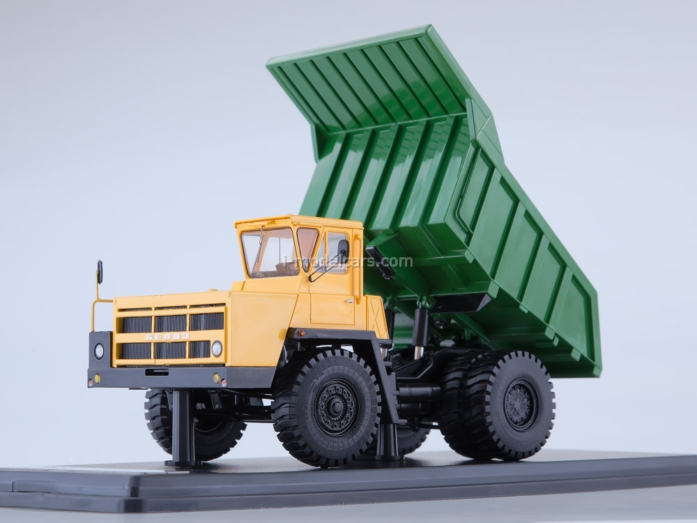 Scale model truck 1//43 BELAZ-7522 Red-green