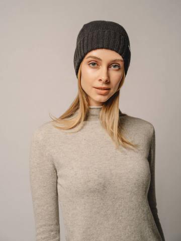 Женская шапка черного цвета из 100% кашемира - фото 3