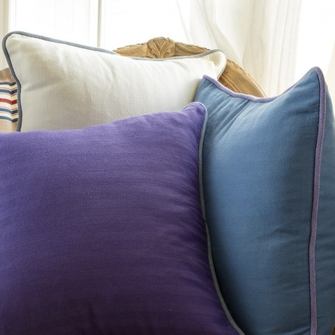 Элитная подушка декоративная Rhode Island Plain сиреневая от Casual Avenue