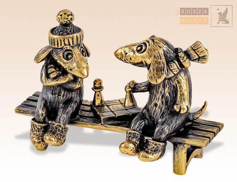 фигурка Собаки с шахматами