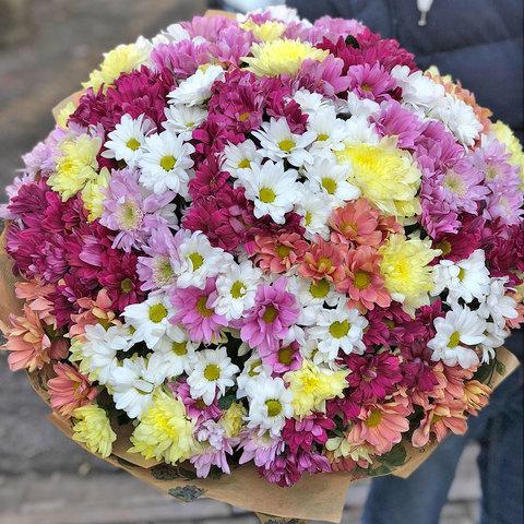 Большой букет из разноцветной хризантемы