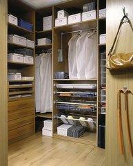 Гардеробная комната 200 х 200 с ящиками