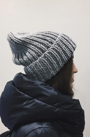 Шерстяная шапка ручной вязки
