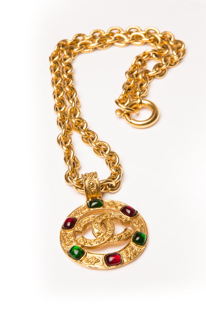 Кулон Chanel со стеклом Gripoix  |   Chanel vintage multicolored Gripoix CC logo pendant necklace