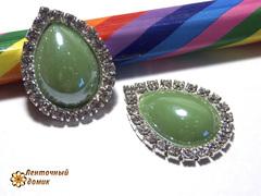 Камень-капля керамический в стразовом обрамлении зеленая