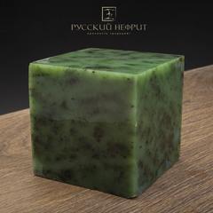 Образец нефрита. Зелёный нефрит качества модэ с средним крапом. Образец №8