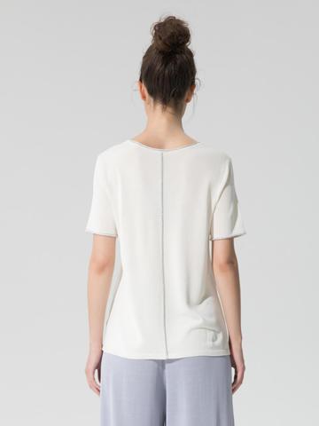 Женский шелковый джемпер молочного цвета с укороченным рукавом - фото 2