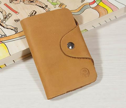 Классная кожаная ключница коричневого цвета с кармашком