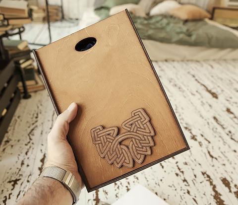 Фирменная коробка для подарков коричневого цвета (18*26*7,5 см)