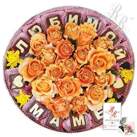 Коралловая роза в коробке с шоколадными буквами