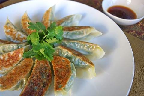 https://static-eu.insales.ru/images/products/1/7304/19397768/gyoza_with_shrimps.jpg