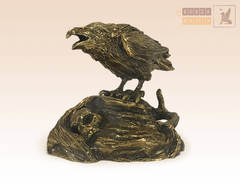статуэтка Ворона и череп