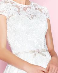 Белое кружевное платье с поясом и камнями Swarowski 48580