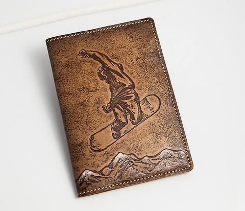 Обложна на паспорт «Сноубордист и горы» из натуральной кожи