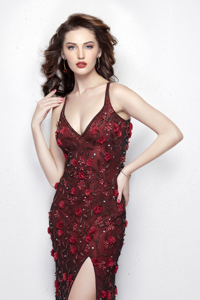 fb968b2a66288a9 Milana 3360 Длинное,бордовое платье с высоким разрезом из блестящей ткани и  украшенное вышивкой из
