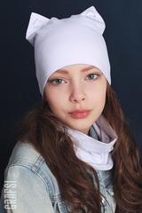 018К Шапка-кошка двухслойная с сердечками. Белая.
