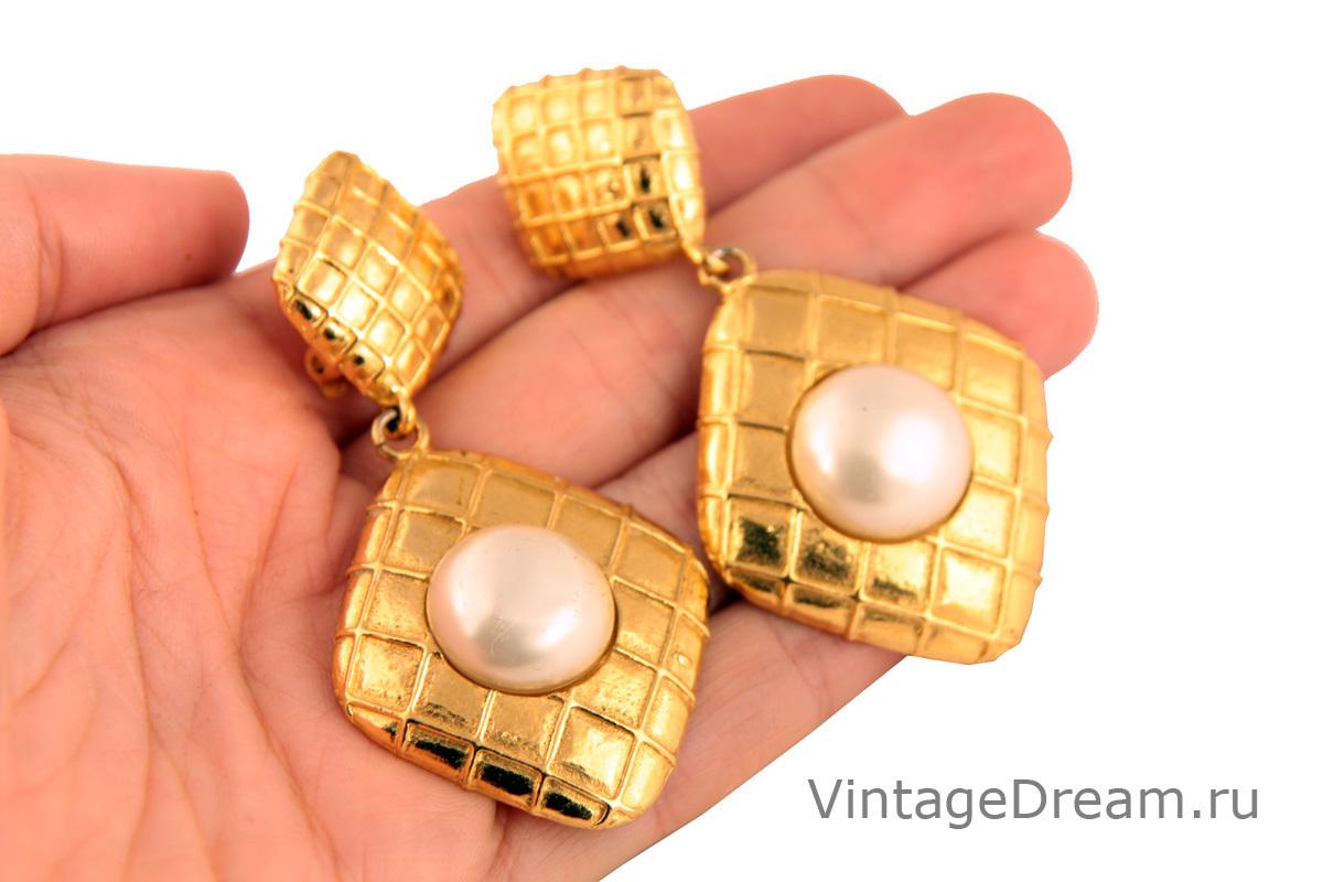 Роскошные клипсы с белым жемчугом от Chanel