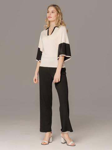 Женский белый джемпер со свободными рукавами и контрастными вставками - фото 3