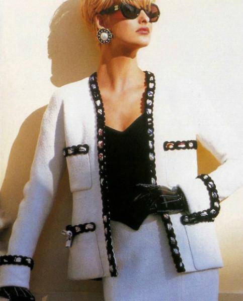Прекрасный жакет из твида кремового цвета от Chanel, 38 размер.