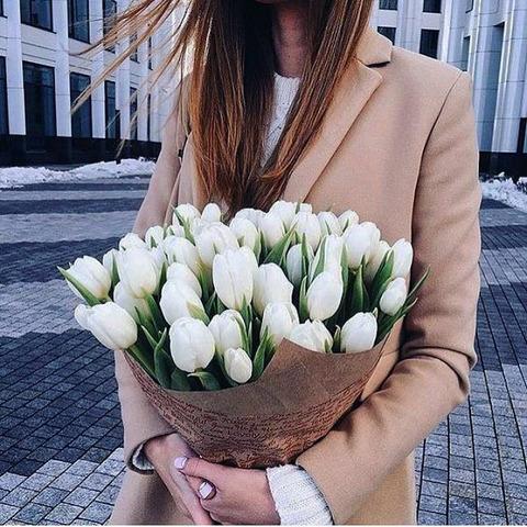 Букет из белоснежных тюльпанов