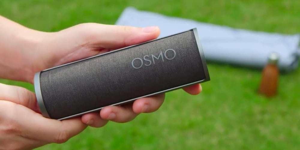 Футляр DJI Osmo Pocket Charging Case (Part 2) в руках