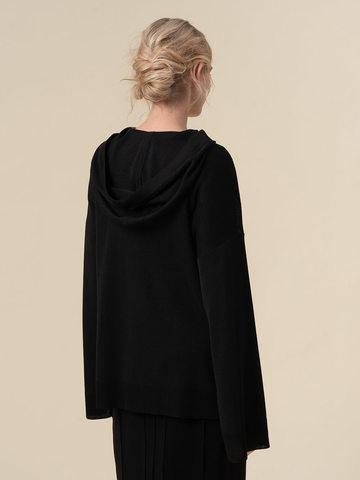 Женский джемпер черного цвета с принтом и капюшоном - фото 2