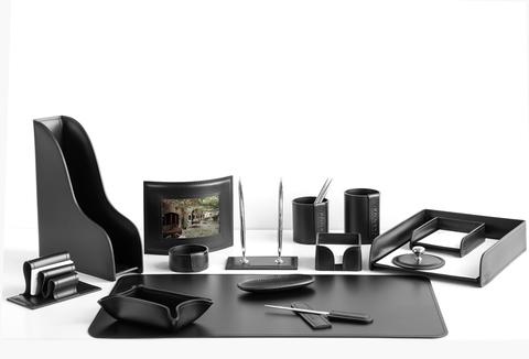 Набор на стол руководителя арт.1251. На фото черная кожа Cuoietto (Италия) 15 предметов.