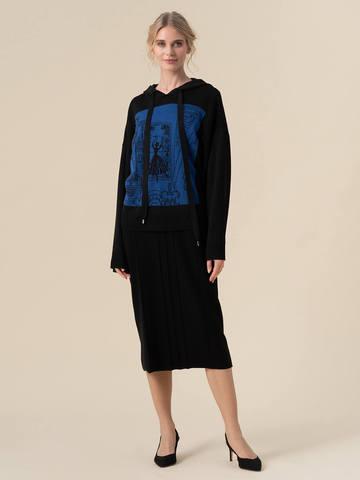 Женский джемпер черного цвета с принтом и капюшоном - фото 3