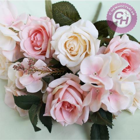 Букет Евро роз + гортензия, 9 цветков, 42 см.