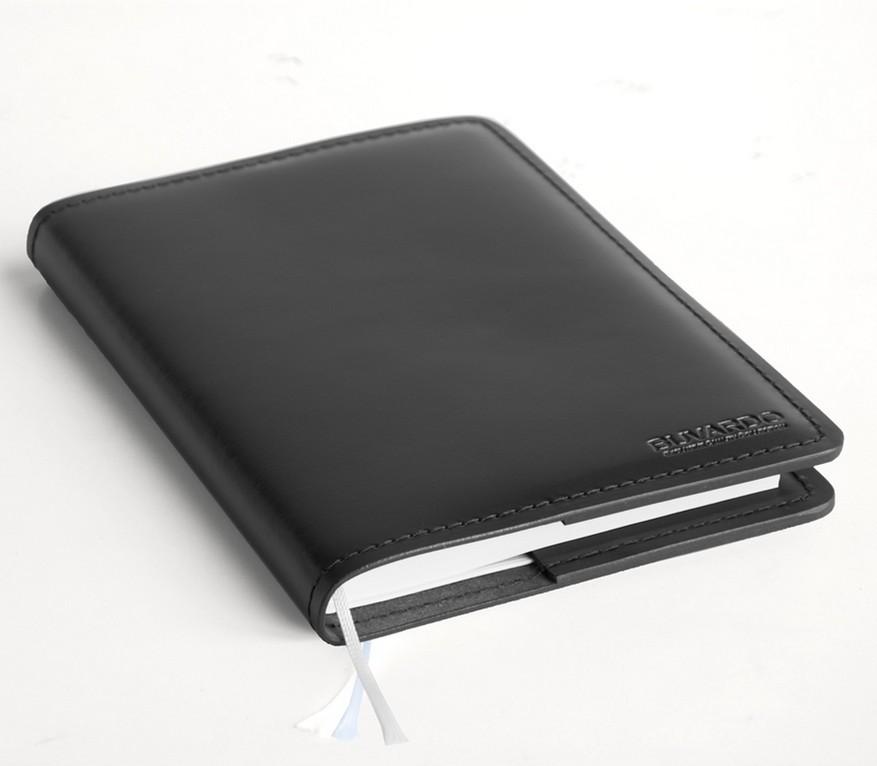 Ежедневник не датированный в кожаной обложке Cuoietto цвет черный. Фото 1.