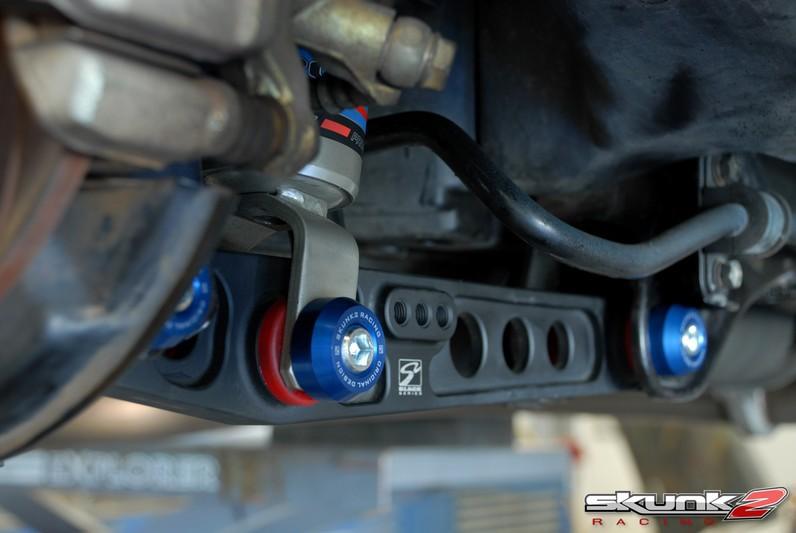 Установленные задние рычаги Honda Civic EG