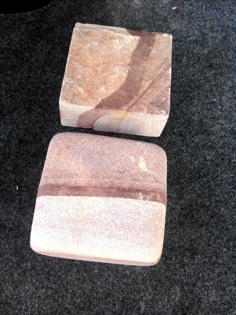 Брусчатка песчаник пиленный Красное Капучино, образец пиленной и галтованной брусчатки