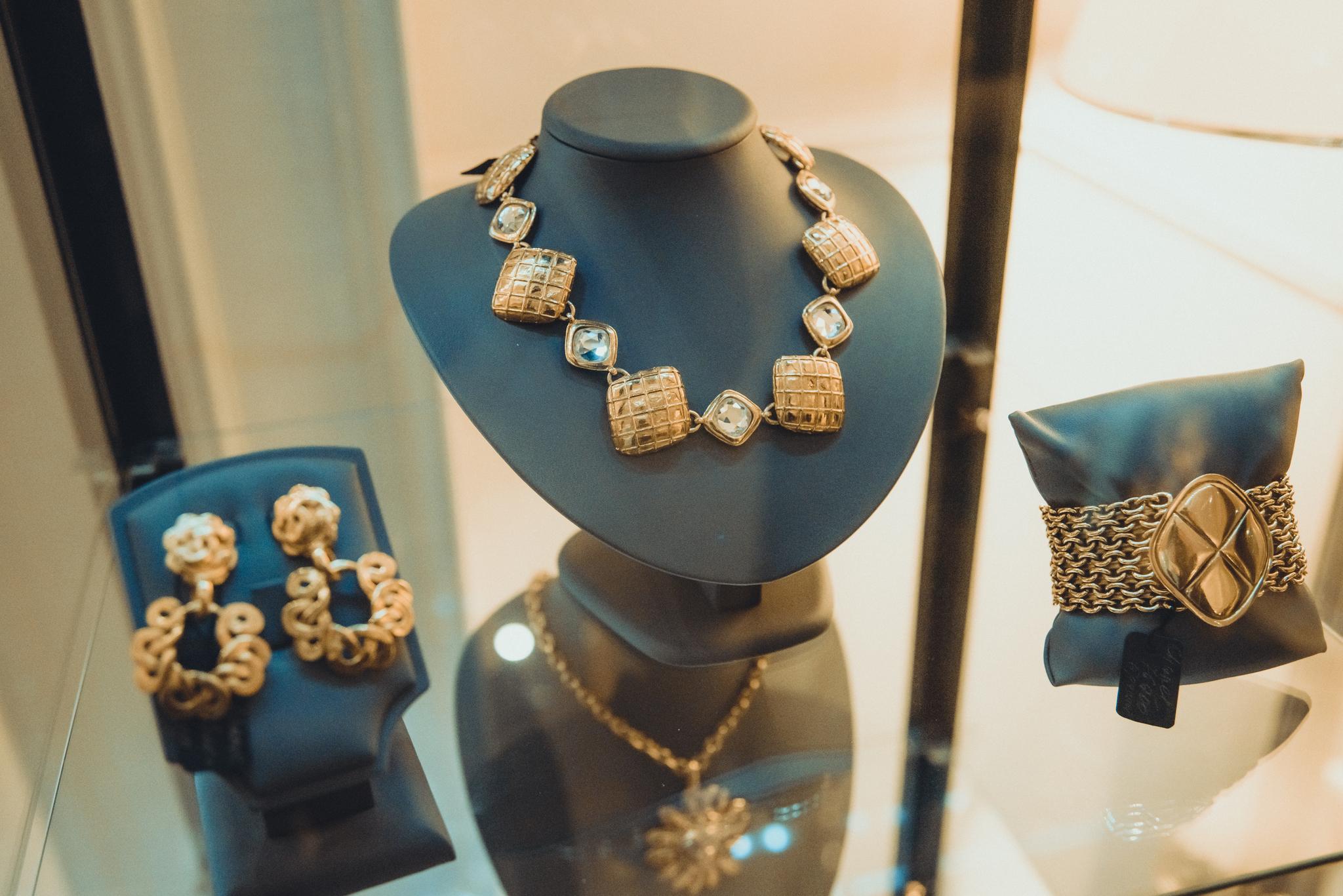 Колье Сhanel  c кристаллами  |  CHANEL Pendant Vintage Matelasse Crystal Long Necklace Gold