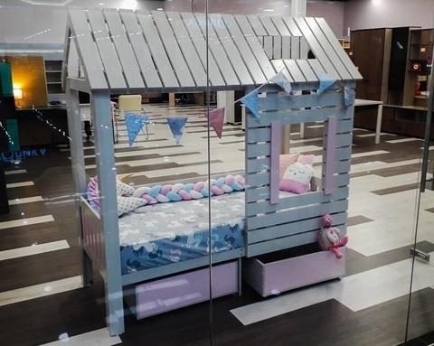 Кровать-домик АМИ-2 (крыша двускатная) с ящиками левая