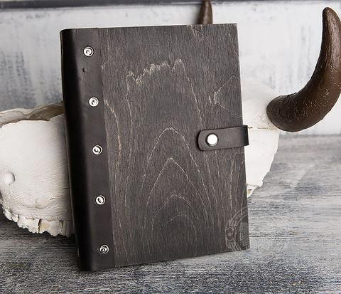Оригинальный блокнот ручной работы в деревянной обложке