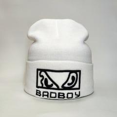 Вязаная шапка с вышивкой Бэд Бой (Bad Boy) белая