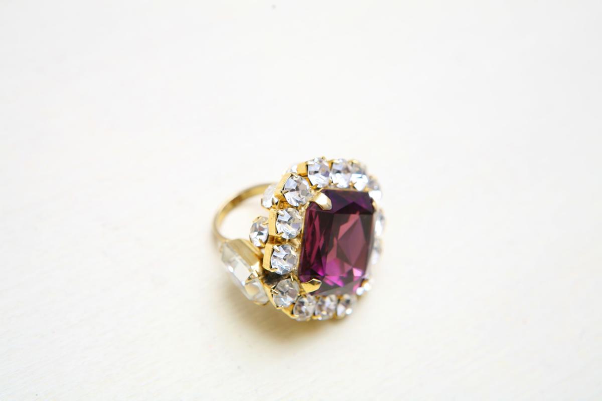 Великолепное, крупное кольцо с аметистом и прозрачными кристаллами от Lawrence Vrba
