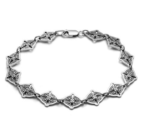 Литой браслет с крестообразным орнаментом.