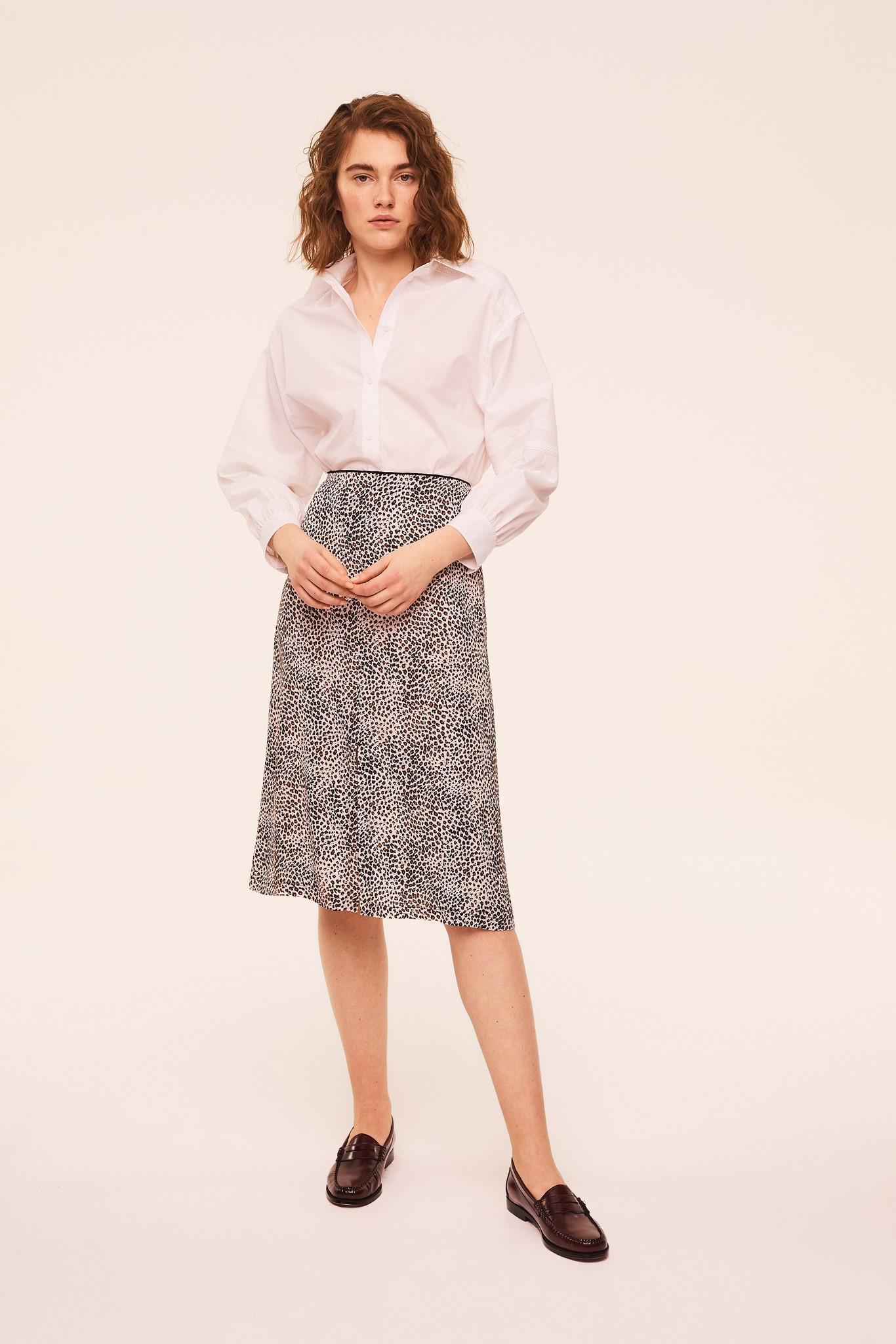 Расклешенная юбка из крепа с анималистичным принтом