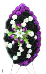 Венок украшенный цветами гвоздик, роз и лилий