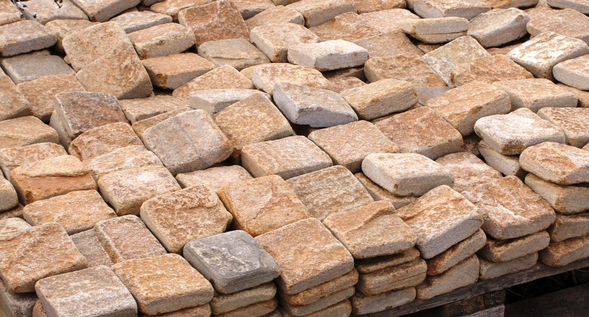 плитка песчаник пилено-галтованный Сосна, укладка на поддон